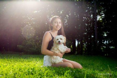 Jugendliche mit Hund